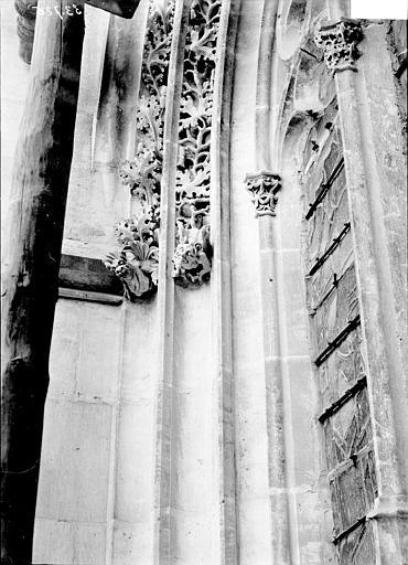 Cathédrale Notre-Dame Fenêtre: détail des sculptures, Enlart, Camille (historien),