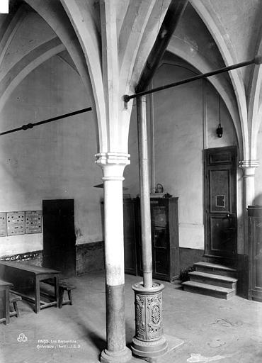 Couvent des Bernardins (ancien) Colonne de l'ancien réfectoire, Durand, Eugène (photographe),