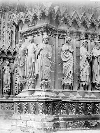 Cathédrale Notre-Dame Portail central de la façade ouest : statues de l'ébrasement gauche, Mieusement, Médéric (photographe),