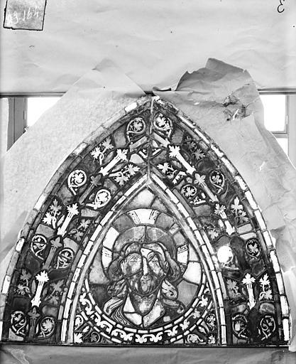 Eglise Saint-Gengoult Vitrail de l'abside, lancette gauche, panneaux supérieurs 15, Romanais (photographe),