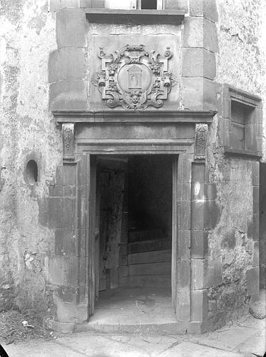 Hôtel de la Porte Cour intérieure : Porte de la tourelle d'escalier, Jarron (photographe),