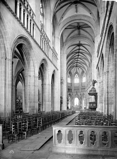 Cathédrale Saint-Corentin Vue intérieure de la nef, vers le choeur, Mieusement, Médéric (photographe),