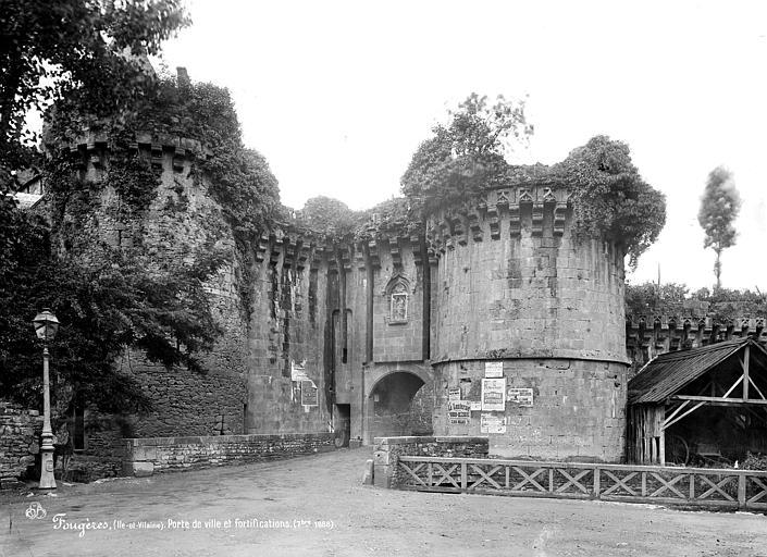 Château ; Remparts Porte Saint-Sulpice : Vue d'ensemble extra-muros, Mieusement, Médéric (photographe),