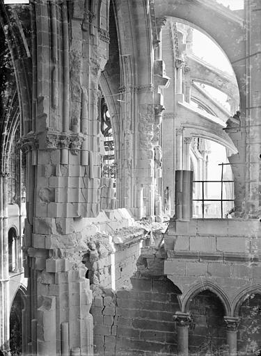 Cathédrale Notre-Dame Vue intérieure du transept sud, vers l'est : parties hautes, Sainsaulieu, Max (photographe),