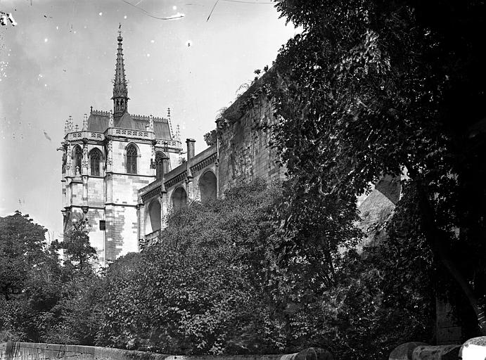 Château Chapelle Saint-Hubert et enceinte, prises en contrebas, Cousin,