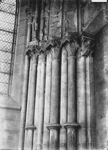 Eglise Notre-Dame Portail ouest, intérieur: ébrasement gauche, Enlart, Camille (historien),
