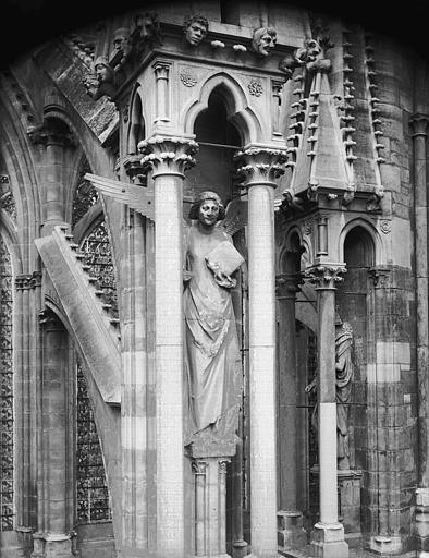 Cathédrale Notre-Dame Ange du septième contrefort de la nef, au sud, Lajoie, Abel,