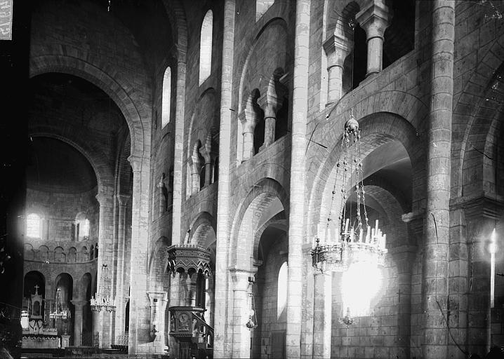Eglise Saint-Etienne Nef vue de l'entrée, vue diagonale, Enlart, Camille (historien),