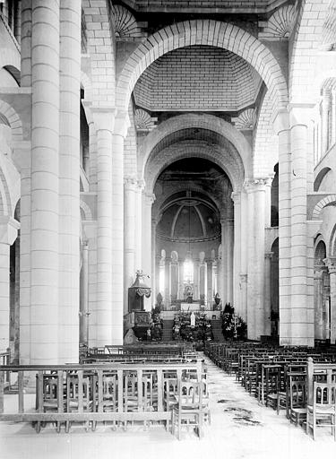 Eglise Saint-Hilaire Vue intérieure de la nef vers le choeur, Durand, Jean-Eugène (photographe),