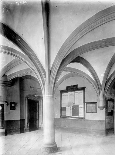 Palais des Ducs et des Etats de Bourgogne Vestibule carré, 15e siècle, Enlart, Camille (historien),