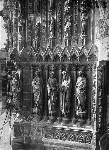Cathédrale Notre-Dame Portail ouest: ébrasement gauche de la porte centrale, Enlart, Camille (historien),