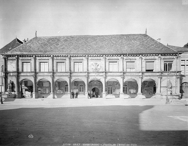 Hôtel de Ville Façade avec galerie d'arcades, Neurdein (frères) ; Neurdein, Louis ; Neurdein, Louis (photographe),