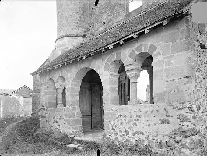 Eglise Saint-Rémi Porche de la façade ouest, Queste, P. photographe),