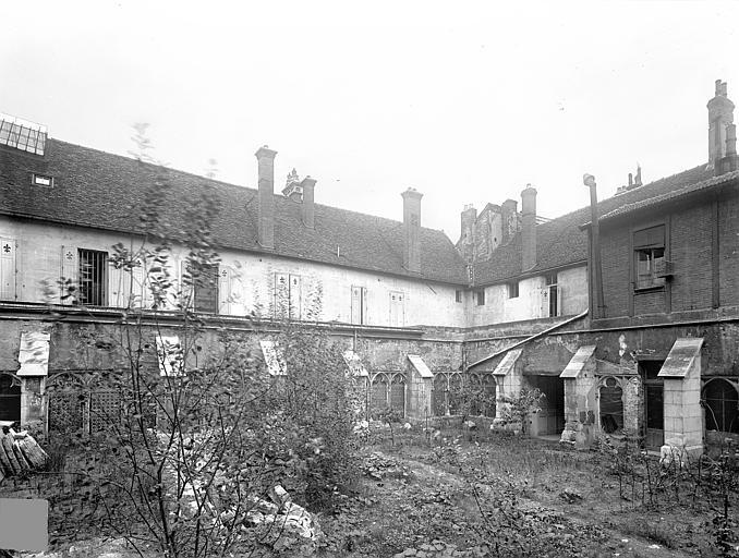 Cloître capitulaire de Saint-Vincent (ancien) Cour intérieure : Galeries sud et est, Heuzé, Henri (photographe),