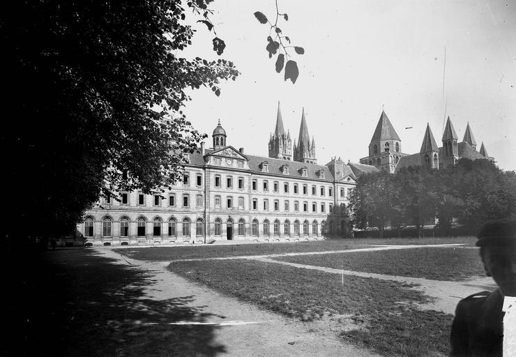 Abbaye aux Hommes (ancienne) Façade sur les jardins, Service photographique,