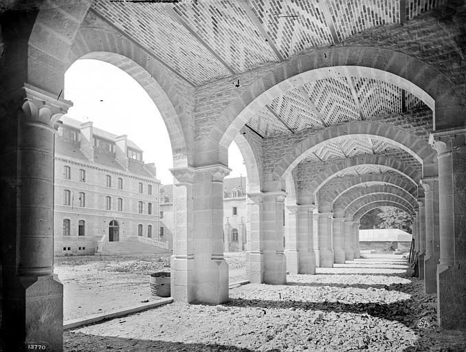 Cathédrale Saint-Bénigne Séminaire : Vue intérieure d'une galerie, Mieusement, Médéric (photographe),
