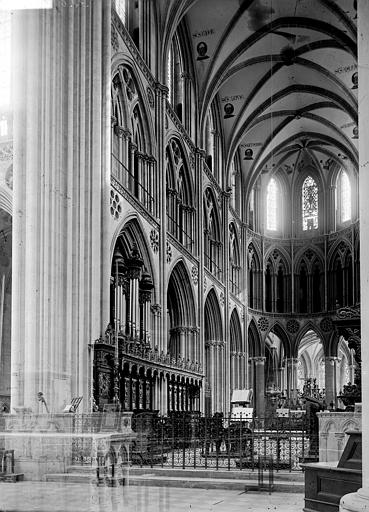 Cathédrale Choeur, Enlart, Camille (historien),