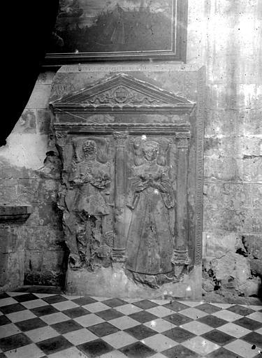 Abbaye de Royaumont ; Eglise Saint-Julien (supposé) Pierre tombale, Heuzé, Henri (photographe),