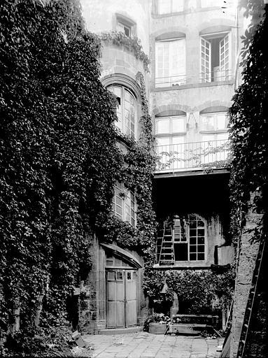 Maison Cour, Enlart, Camille (historien),