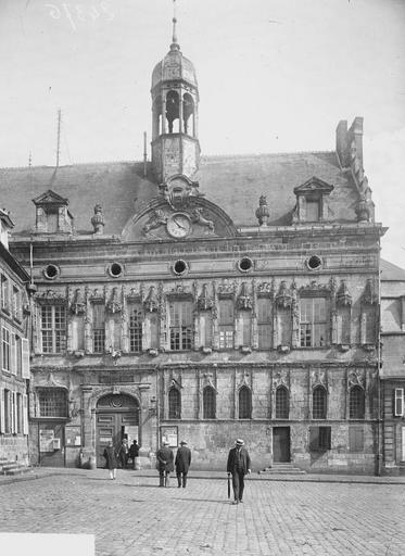 Hôtel de Ville Façade, Heuzé, Y.,