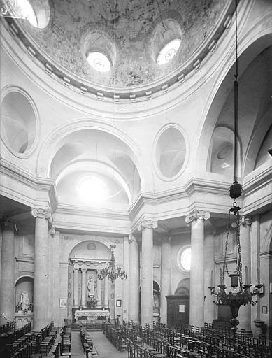 Eglise Saint-Pierre-et-Saint-Paul Vue intérieure de la nef vers le nord : Coupole, Heuzé, Henri (photographe),