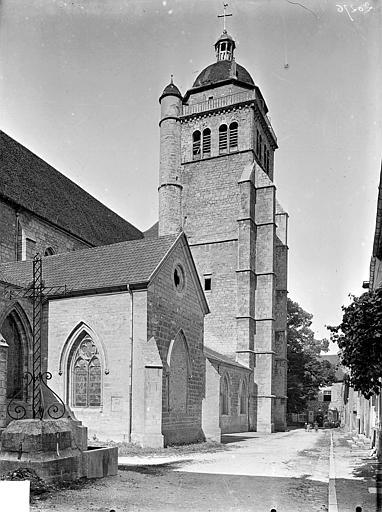 Eglise Saint-Hippolyte Façade nord en perspective : Transept et clocher, Gossin (photographe),