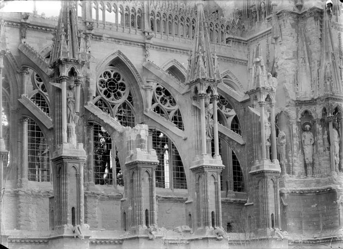 Cathédrale Notre-Dame Façade nord : arcs-boutants et galerie haute, Sainsaulieu, Max (photographe),