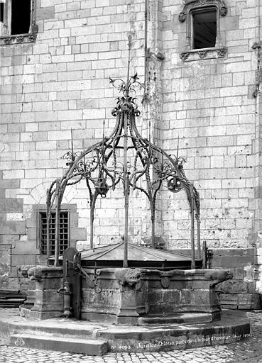 Château des ducs de Bretagne Puits dans la cour d'honneur, Mieusement, Médéric (photographe),