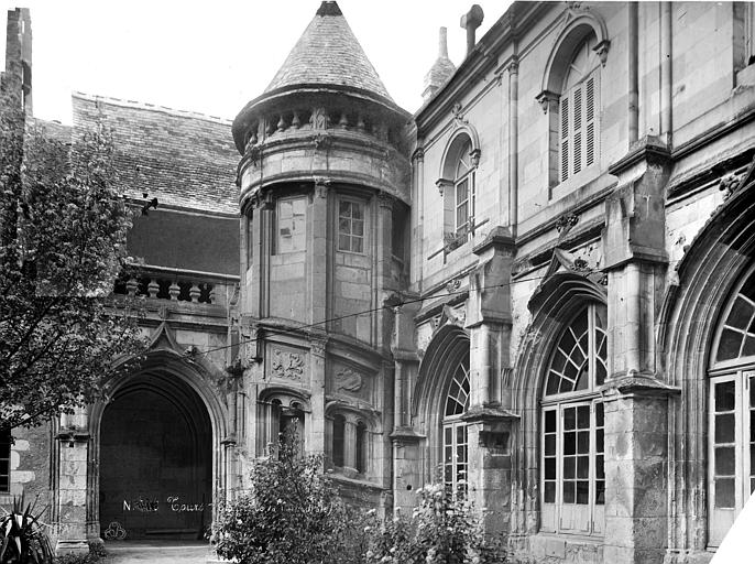 Cathédrale Saint-Gatien Cloître : tourelle d'escalier, Mieusement, Médéric (photographe),