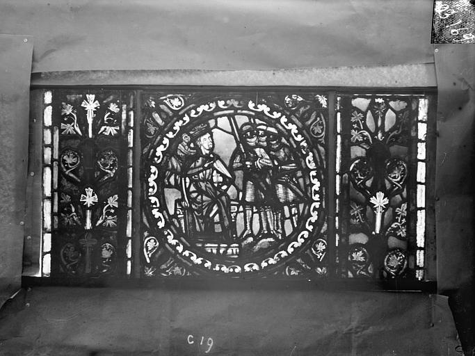Eglise Saint-Gengoult Vitrail de l'abside, lancette de droite, panneau 20, Romanais (photographe),