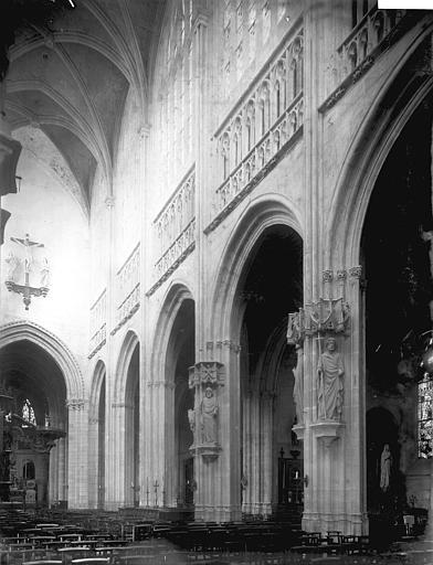 Collégiale Notre-Dame Nef vue de l'entrée, Enlart, Camille (historien),