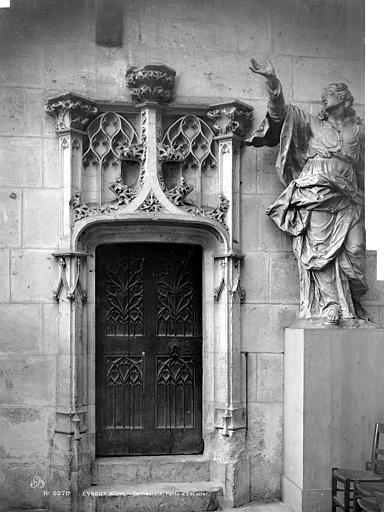 Cathédrale Notre-Dame Vue intérieure du transept nord : Porte d'escalier, Mieusement, Médéric (photographe),