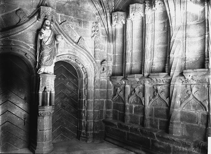 Eglise Porche: intérieur, Enlart, Camille (historien),