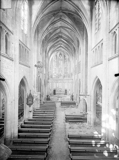 Eglise Saint-Martin Vue intérieure de la nef vers le choeur, prise depuis la tribune, Queste, P. photographe),
