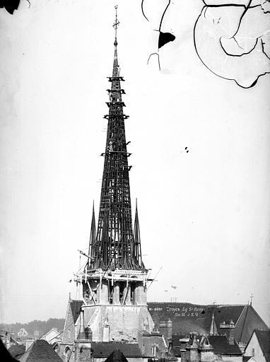 Eglise Saint-Rémy Clocher, charpente, Durand, Eugène (photographe),