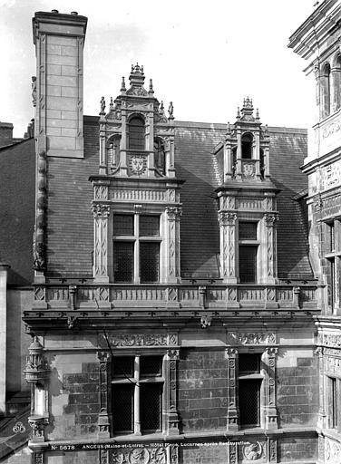 Hôtel Pincé Façade est sur cour : Fenêtres du 1er étage et lucarnes, Berthault (photographe),