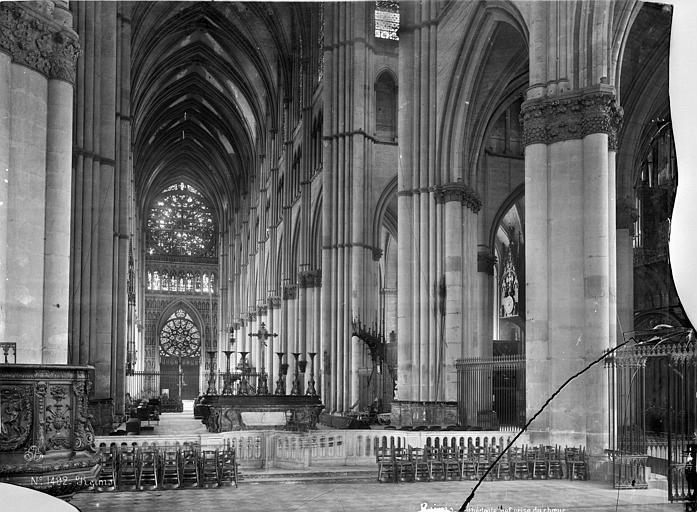 Cathédrale Notre-Dame Vue intérieure de la nef, vers le nord-ouest, Mieusement, Médéric (photographe),